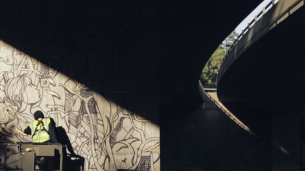 Upside Gallery_Will Barras shadows on mural painting
